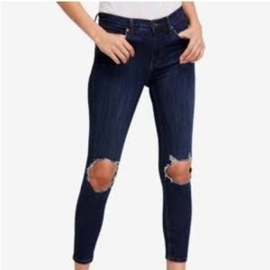 NWT! Free People 28L busted knee skinny jeans